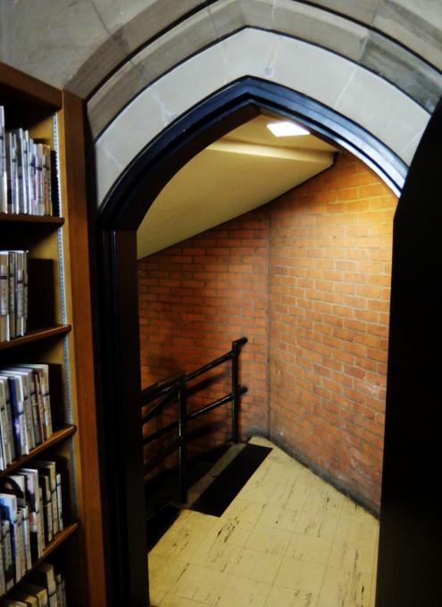ニューヨークの地下にある図書館、 Jefferson Market Library_b0007805_01481443.jpg