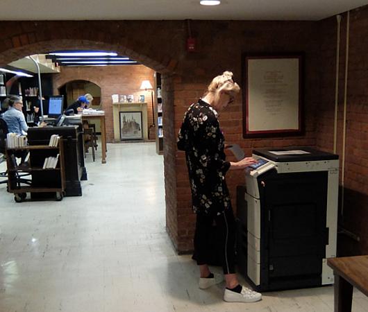 ニューヨークの地下にある図書館、 Jefferson Market Library_b0007805_01523175.jpg