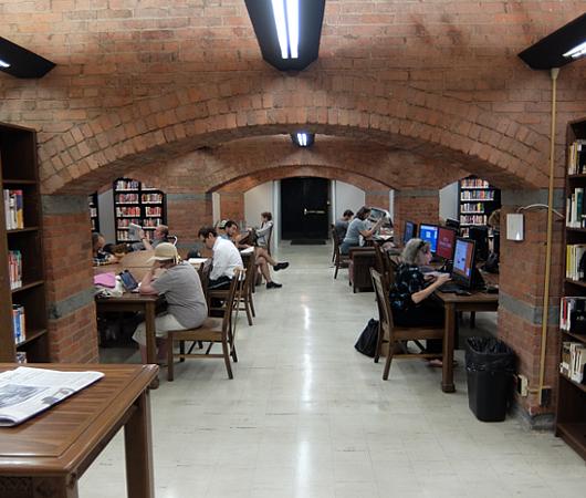 ニューヨークの地下にある図書館、 Jefferson Market Library_b0007805_01531200.jpg