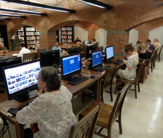 ニューヨークの地下にある図書館、 Jefferson Market Library_b0007805_01540393.jpg