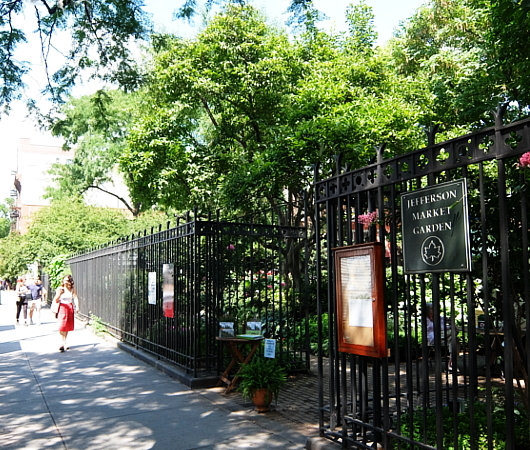 NYグリニッジ・ビレッジの隠れ家的ガーデン、Jefferson Market Garden_b0007805_02321692.jpg