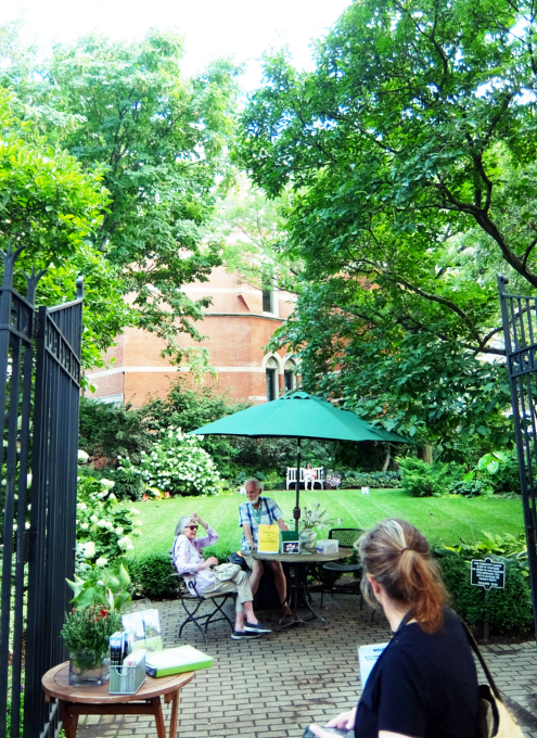 NYグリニッジ・ビレッジの隠れ家的ガーデン、Jefferson Market Garden_b0007805_02334325.jpg