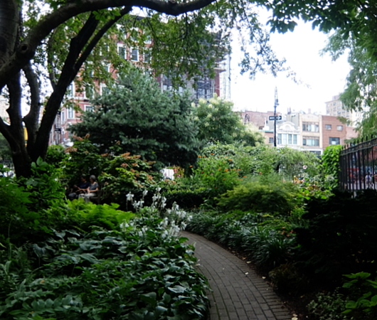 NYグリニッジ・ビレッジの隠れ家的ガーデン、Jefferson Market Garden_b0007805_02373861.jpg