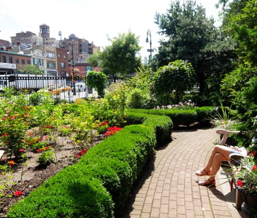 NYグリニッジ・ビレッジの隠れ家的ガーデン、Jefferson Market Garden_b0007805_02440546.jpg