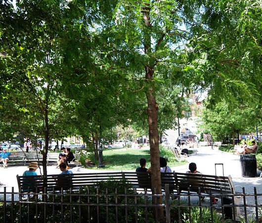 AIDS最前線で戦った聖ヴィンセント病院跡地にできたNYCエイズ・メモリアル公園_b0007805_03412569.jpg