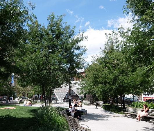AIDS最前線で戦った聖ヴィンセント病院跡地にできたNYCエイズ・メモリアル公園_b0007805_03545933.jpg