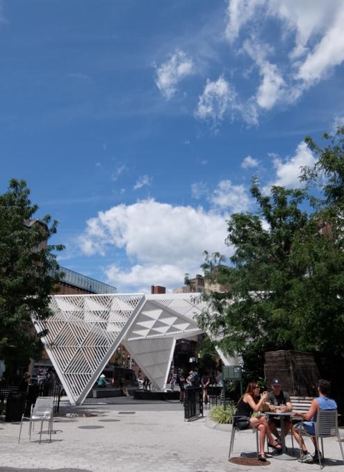 AIDS最前線で戦った聖ヴィンセント病院跡地にできたNYCエイズ・メモリアル公園_b0007805_03594650.jpg