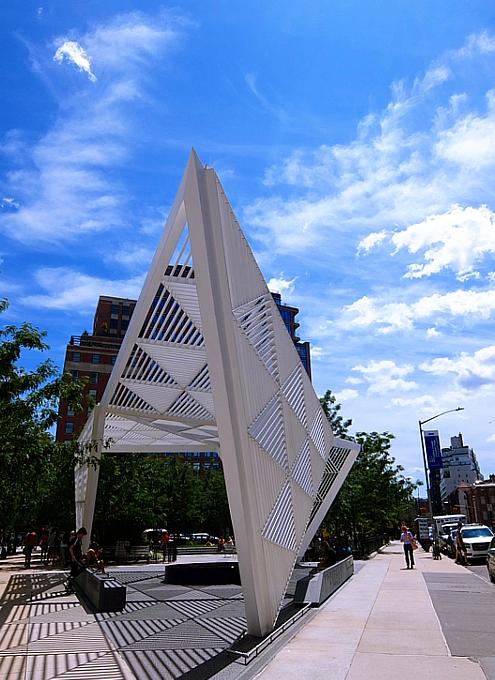 NYCエイズ・メモリアル・パーク・スカルプチャー NYC AIDS Memorial Park sculpture_b0007805_04445671.jpg