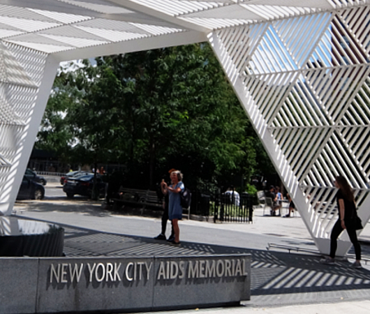 NYCエイズ・メモリアル・パーク・スカルプチャー NYC AIDS Memorial Park sculpture_b0007805_04464198.jpg