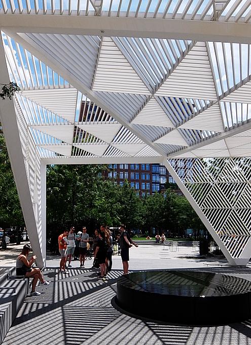 NYCエイズ・メモリアル・パーク・スカルプチャー NYC AIDS Memorial Park sculpture_b0007805_04472479.jpg