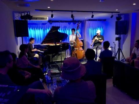 Jazzlive Comin 広島 本日火曜日は おやすみ です。_b0115606_12575419.jpeg