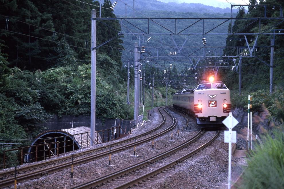 東京を目指して峠を越える - 1984年・奥羽本線 -_b0190710_18595348.jpg