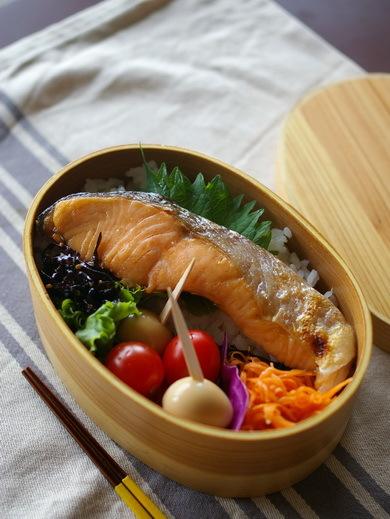 今日の鮭弁当_d0327373_07302271.jpg