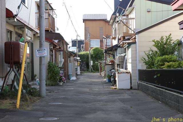 気が付けば静かに佇んでいる建物・店舗の多い弥生坂_a0158797_23425829.jpg