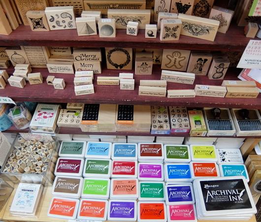 ニューヨークで20年以上続く小さなスタンプ専門店、インク・パッド(The Ink Pad)_b0007805_06085656.jpg