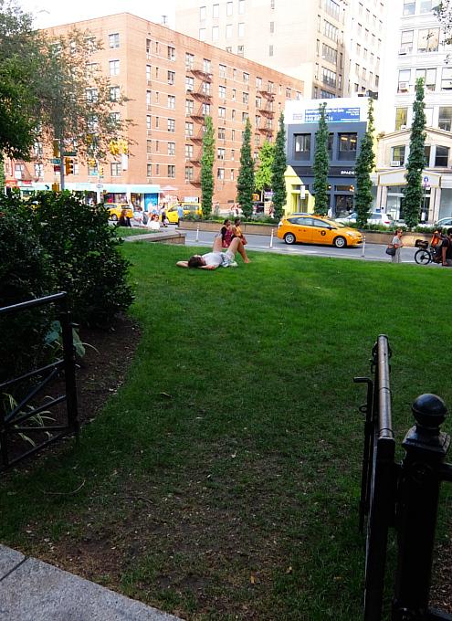 夏のニューヨーク、ユニオン・スクエア公園の様子_b0007805_08525613.jpg