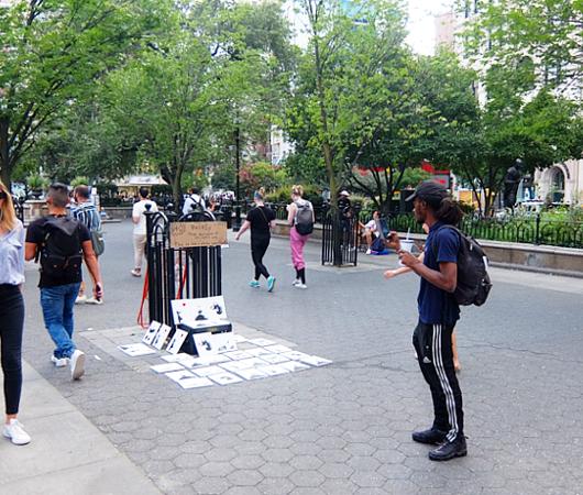 ユニオン・スクエアでBanksyさんのアート作品が40ドル⁉_b0007805_09205548.jpg