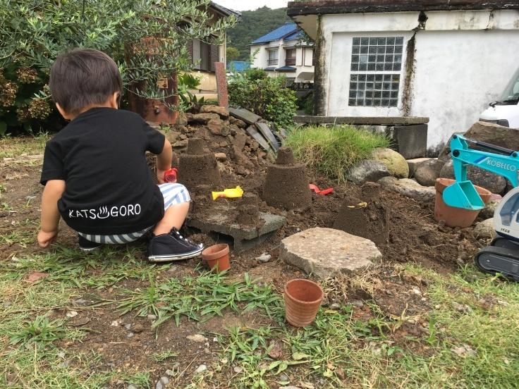 庭の遊び場づくり_d0386342_09511492.jpg