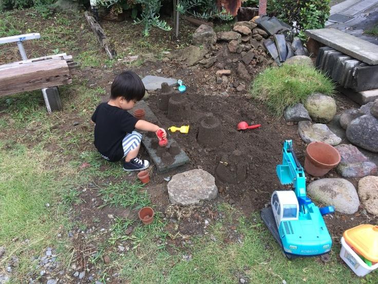 庭の遊び場づくり_d0386342_09520728.jpg