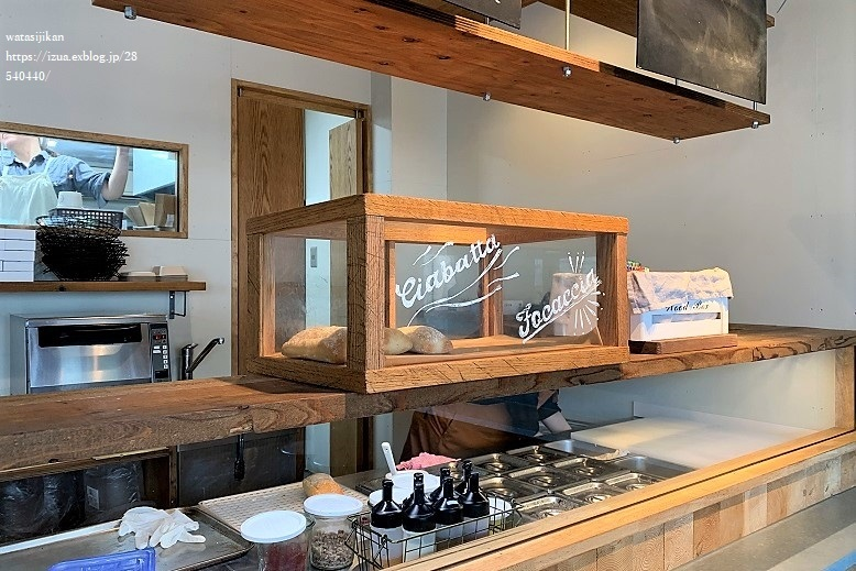 ハチカフェと美味しいパン_e0214646_20220649.jpg