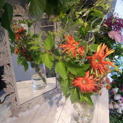 オークリーフ花の教室(赤地さんと宮原さんの作品)_f0049672_18291356.jpg