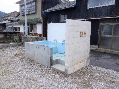 残された風呂場_e0077899_8394799.jpg