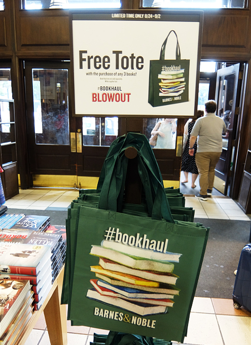 大型書店バーンズ&ノーブルで見かけたセール&お得情報_b0007805_01202533.jpg