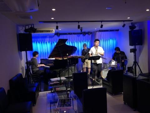 広島 Jazzlive Comin 本日木曜日は セッションです。_b0115606_10381097.jpeg