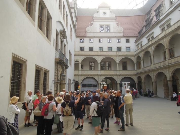 メルヘン街道を行く21 ドレスデン 緑の丸天井と君主の行進