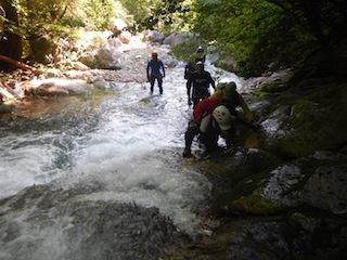 シャワー三昧の粥川は秋の気配_c0359615_21490051.jpg