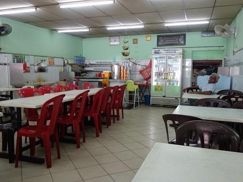 クアラルンプールの街角のいかにもなインド料理屋でマトンカレー食べて満足_c0030645_23160389.jpg
