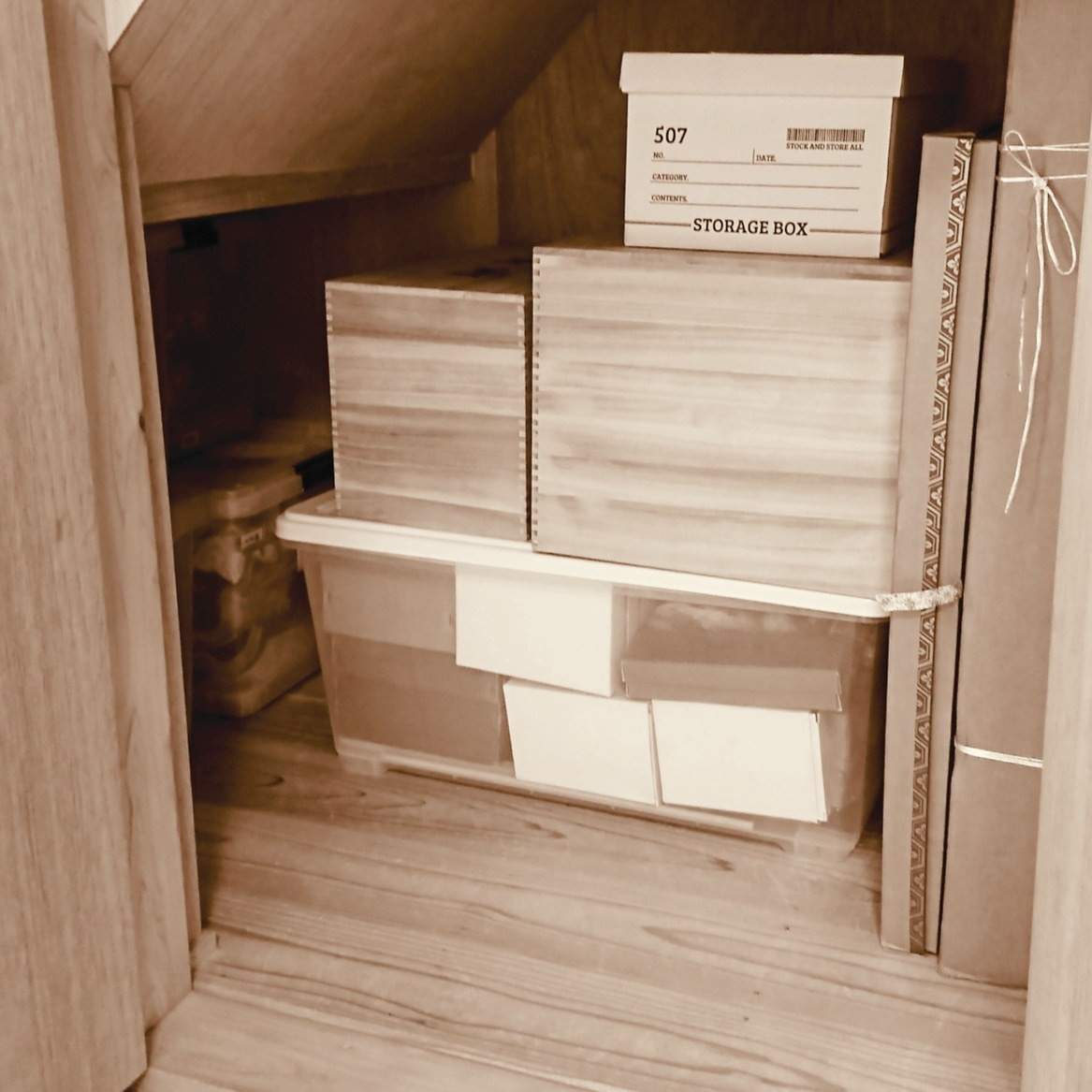++階段下の収納庫の中のビフォー&アフター++_e0354456_08400392.jpg