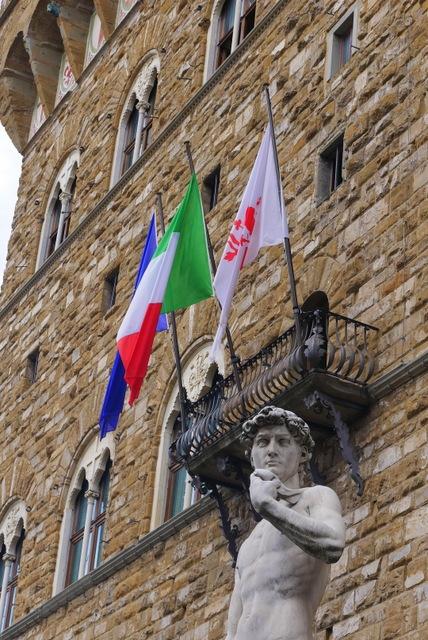 フィレンツェ ヴェッキオ宮殿とヴェッキオ橋_b0358575_05311185.jpg