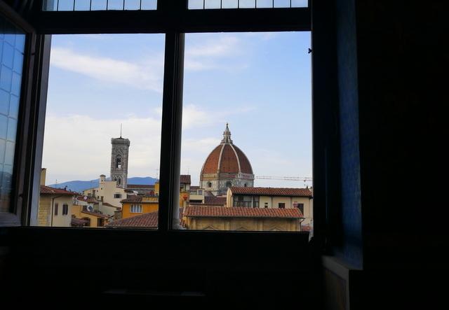 フィレンツェ ヴェッキオ宮殿とヴェッキオ橋_b0358575_05533129.jpg