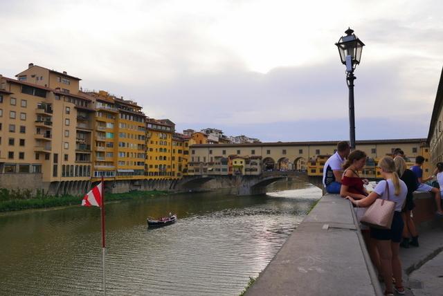 フィレンツェ ヴェッキオ宮殿とヴェッキオ橋_b0358575_05584574.jpg