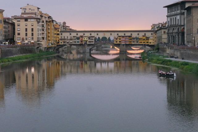 フィレンツェ ヴェッキオ宮殿とヴェッキオ橋_b0358575_05593790.jpg