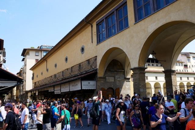 フィレンツェ ヴェッキオ宮殿とヴェッキオ橋_b0358575_06085477.jpg