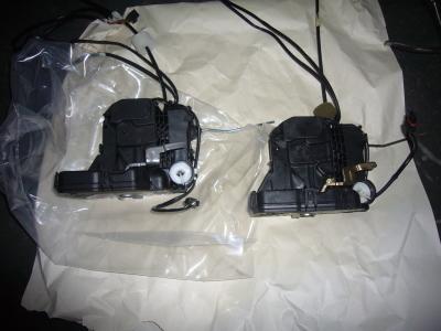 メルセデスベンツ Eクラス ドアロック修理(ロックユニット交換)_c0267693_18230536.jpg