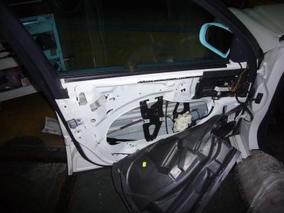 メルセデスベンツ Eクラス ドアロック修理(ロックユニット交換)_c0267693_18231153.jpg