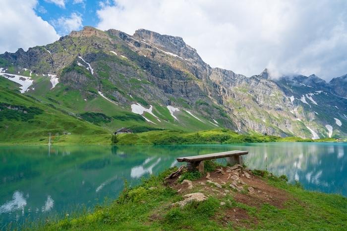 スイスの神秘的な美しい湖 トリュプゼー_b0145398_23455601.jpg
