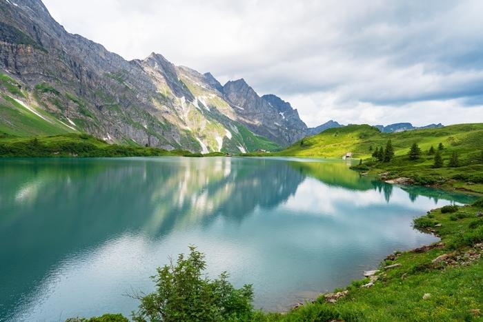 スイスの神秘的な美しい湖 トリュプゼー_b0145398_23503219.jpg