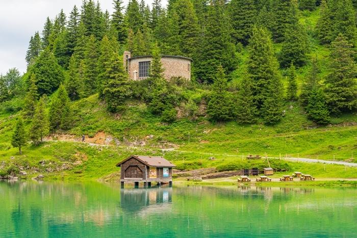 スイスの神秘的な美しい湖 トリュプゼー_b0145398_23540975.jpg