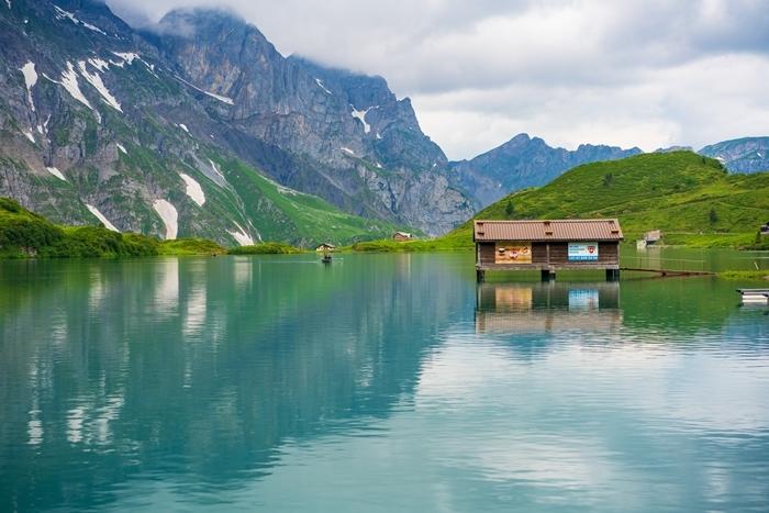 スイスの神秘的な美しい湖 トリュプゼー_b0145398_23550069.jpg