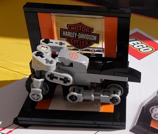 レゴ・ブロックでオートバイのハーレー作ってみました_b0007805_02471636.jpg