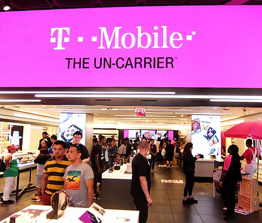 """いよいよ、T-Mobile×Taco Bellの""""T-MoBell""""店内へ_b0007805_06150947.jpg"""