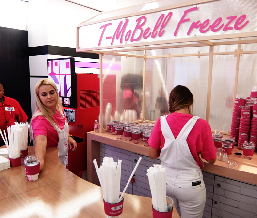 """いよいよ、T-Mobile×Taco Bellの""""T-MoBell""""店内へ_b0007805_06200610.jpg"""