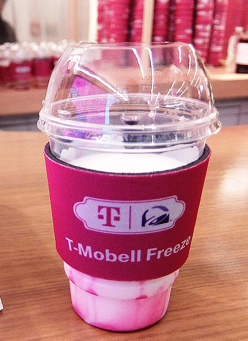 """いよいよ、T-Mobile×Taco Bellの""""T-MoBell""""店内へ_b0007805_06210812.jpg"""