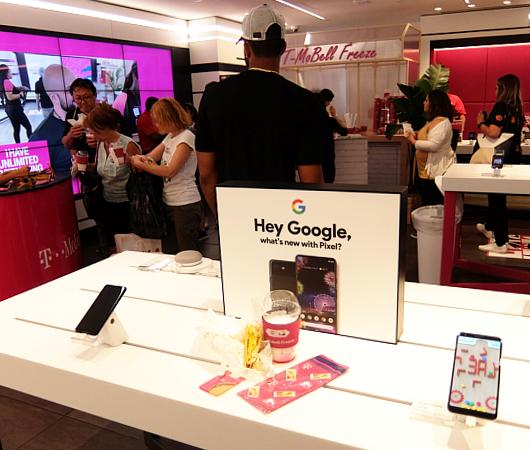 """いよいよ、T-Mobile×Taco Bellの""""T-MoBell""""店内へ_b0007805_06240975.jpg"""
