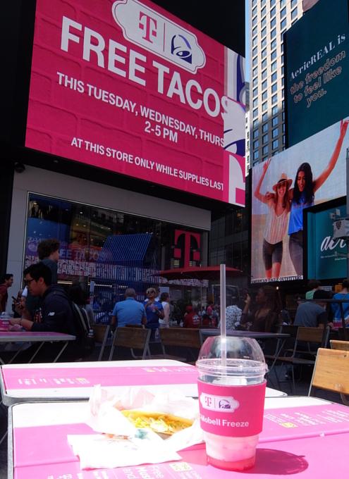 """いよいよ、T-Mobile×Taco Bellの""""T-MoBell""""店内へ_b0007805_06253469.jpg"""