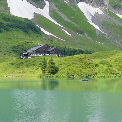 スイスの神秘的な美しい湖 トリュプゼー_b0145398_00020135.jpg